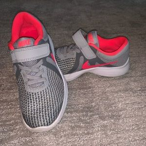 Nike girls Revolution 4 sneakers size 13 C